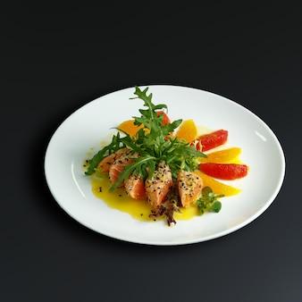 Dania tradycyjnej kuchni rosyjskiej. obsługa restauracji
