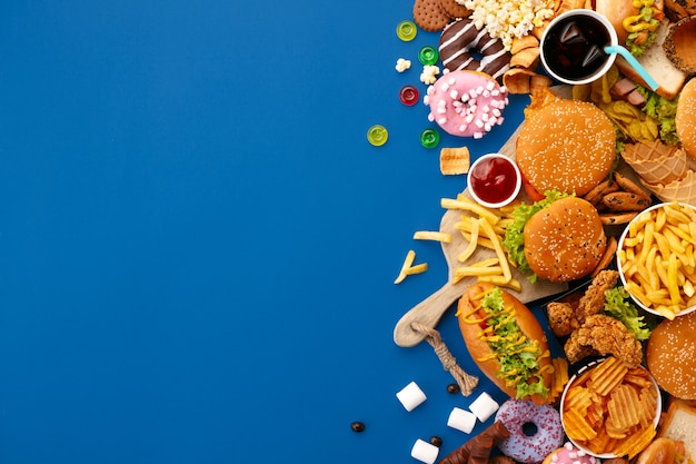Danie fast food na niebiesko