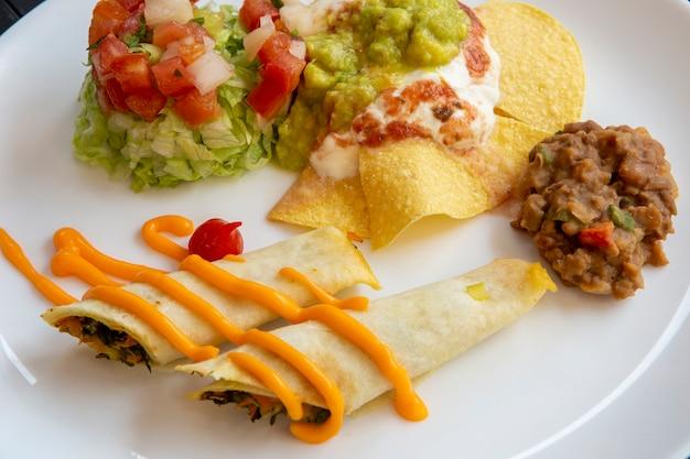 Danie typowe meksykańskie jedzenie