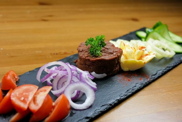 Danie z wołowiny w restauracji