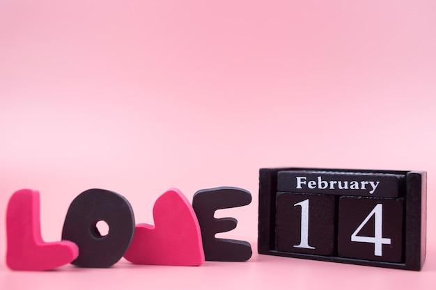 Data 14 lutego i słowo miłość. walentynki-dzień tło