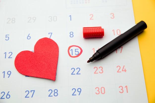 Data owulacji zaznaczona w kalendarzu, próbująca zajść w ciążę.