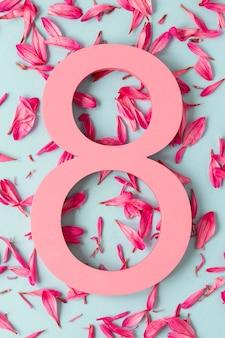 Data z płatkami kwiatów na dzień kobiet
