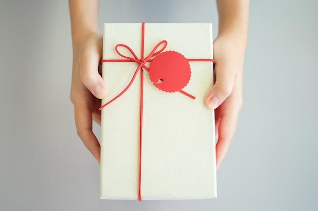 Dawanie prezentów bliskim na ważnych festiwalach. chrismas day, nowy rok,