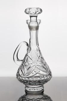 Dekanter kryształowy do napojów alkoholowych.