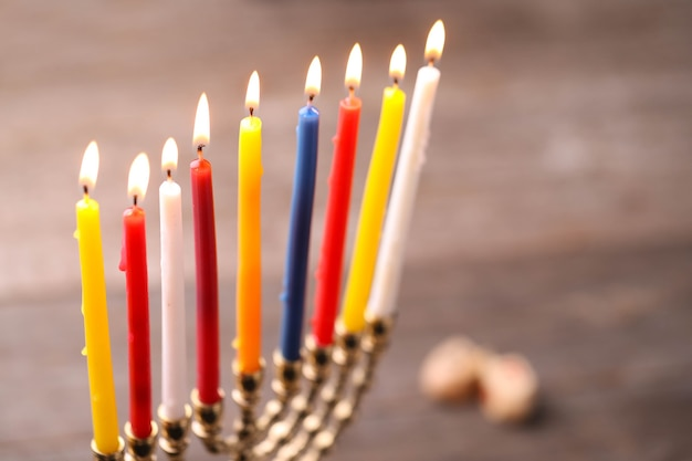 Dekoracja chanukowa ze świecami