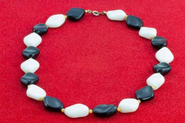 Dekoracja koralików czarne i białe kamienie plastikowe koraliki retro
