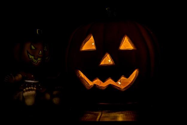 Dekoracja na halloween w ciemną noc