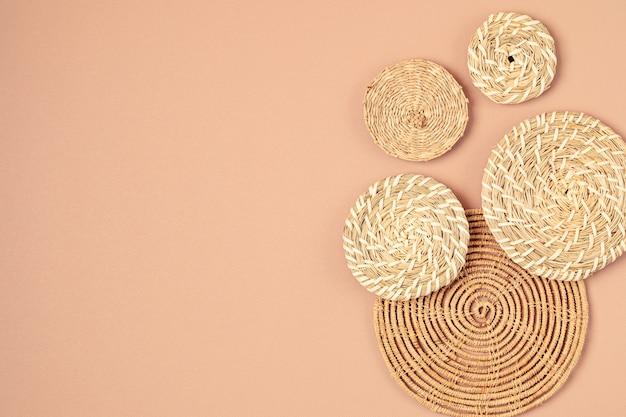 Dekoracja ścienna kosza rattanowego w stylu bohemiam ekologiczna, modna dekoracja pokoju