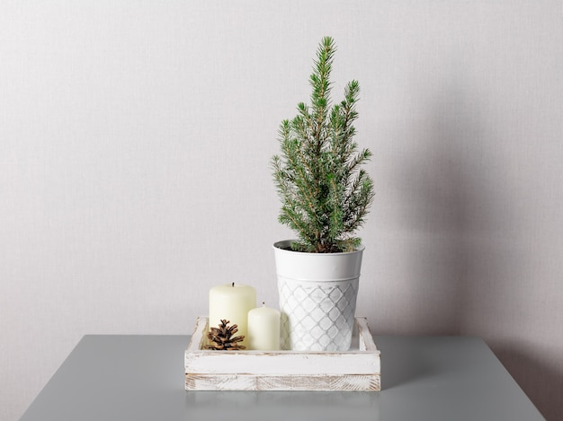 Dekoracja świąteczna lub noworoczna na stoliku kawowym
