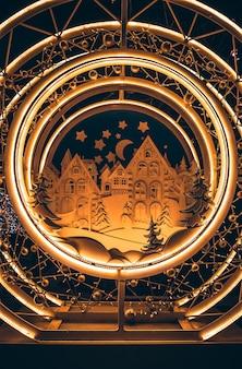 Dekoracja świąteczna w moskwie, dekoracja w postaci bajkowych domków, domy z zabawkami