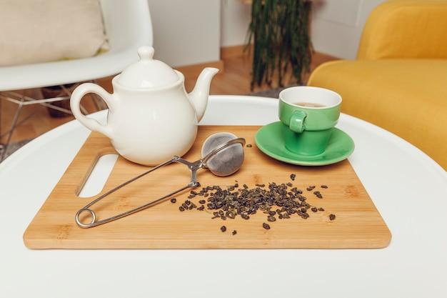 Dekoracje herbaty z doniczką i filiżanką