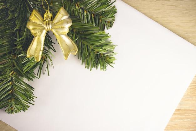 Dekoracje na boże narodzenie 2021. luksus. zabawki noworoczne prezenty choinkowe. list do świętego mikołaja. nowy rok. boże narodzenie tło.