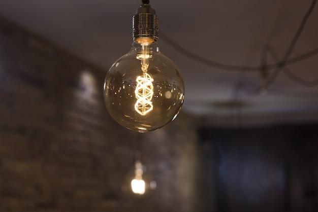Dekoracyjna lampa elektryczna 35 w.