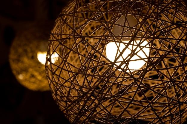 Dekoracyjna lampa z wacikiem do dekoracji domu, sypialni