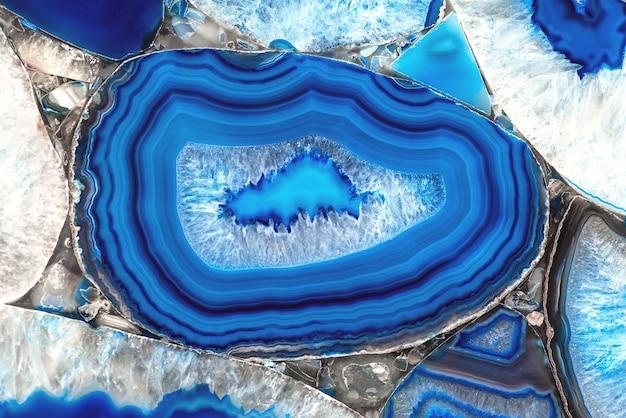Dekoracyjna płyta agatowa. niebieski kamień półszlachetny. streszczenie tło dla projektu