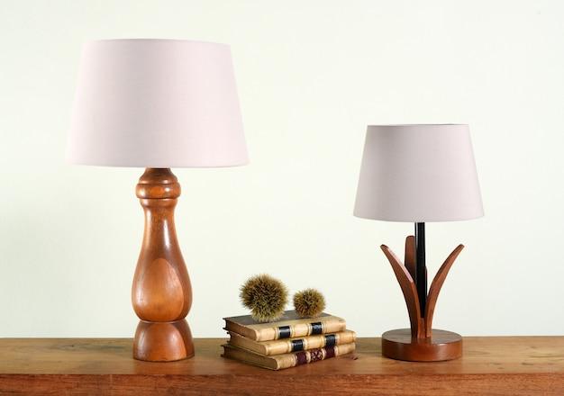 Dekoracyjne drewniane lampy stołowe