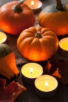 Dekoracyjne dynie halloween i świece