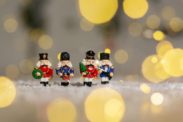 Dekoracyjne figurki o tematyce bożonarodzeniowej, żołnierzyków z bajki o dziadku do orzechów, dekoracji choinki,,