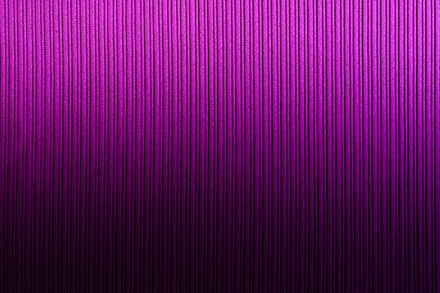 Dekoracyjne tło magenta, fioletowy kolor, pionowy gradient tekstury w paski. tapeta.