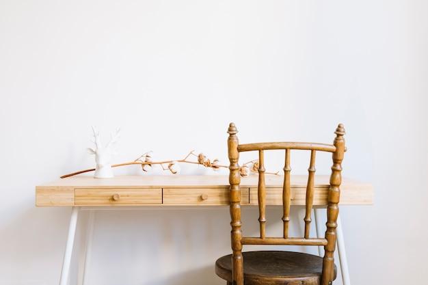 Dekoracyjny stół z oddziału