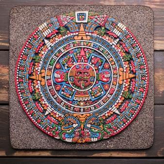 Dekoracyjny symbol meksykański na pokładzie