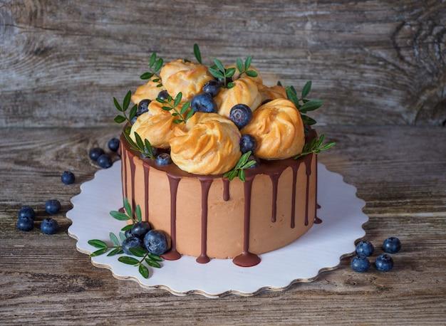 Dekoracyjny tort czekoladowy