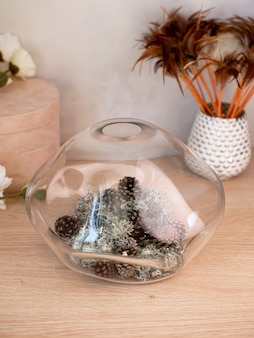 Dekoracyjny wazon ceramiczny. stylowy wystrój domu