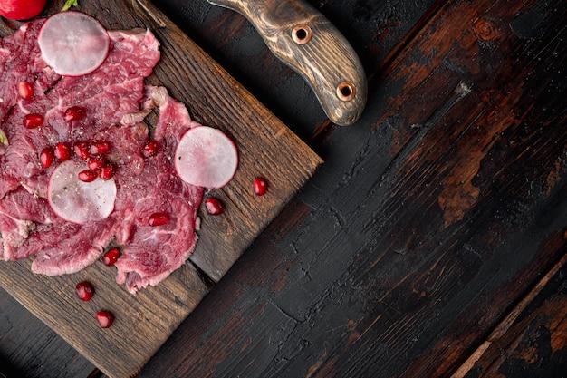 Delikatesowa przekąska ze świeżego marmurkowego mięsa