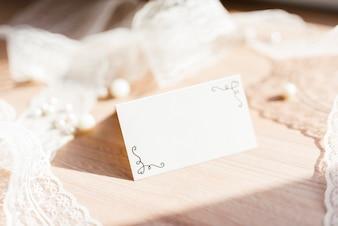 Delikatna karta ślubna