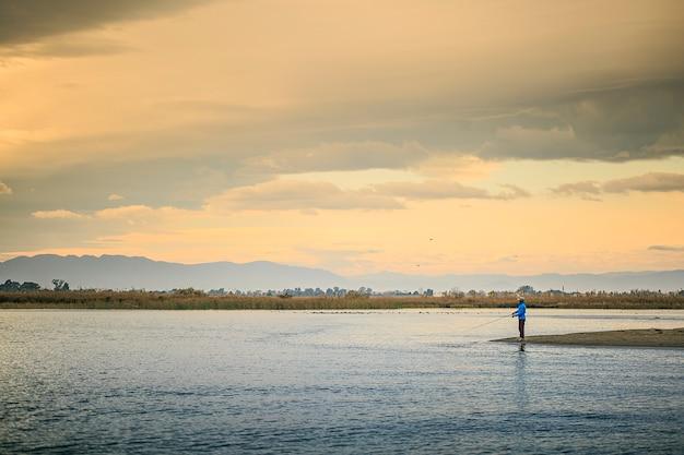 Delta del ebro, krajobraz tarragona. ujście rzeki