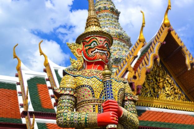 Demon guardian w wielkim pałacu bangkok.