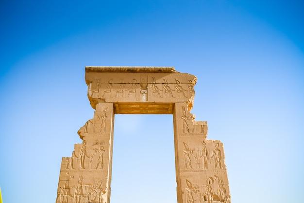 Dendera temple of hathor: jedna z najlepszych świątyń w egipcie