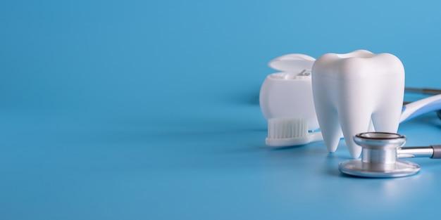 Dental koncepcji zdrowego wyposażenia narzędzi opieki stomatologicznej profesjonalny baner