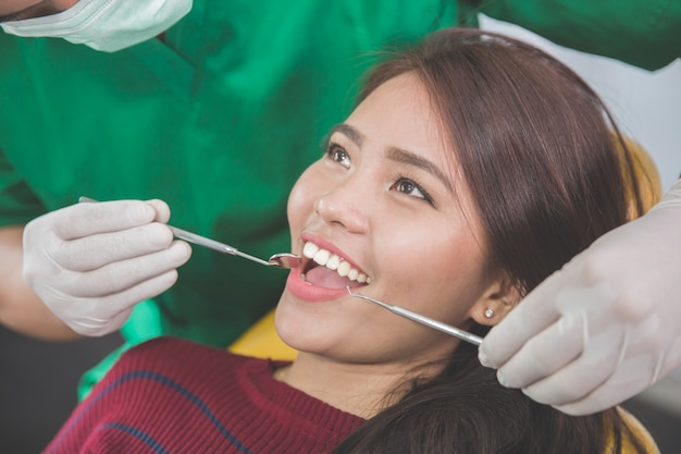 Dentysta dbanie o pacjentki