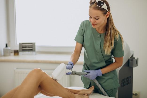 Depilacja laserowa, terapia depilacyjna