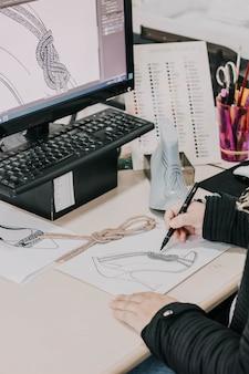 Desenho de moda sandalia