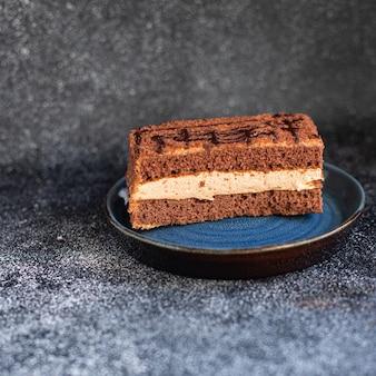 Deser kawałek ciasta czekoladowego wanilia cynamon kakao