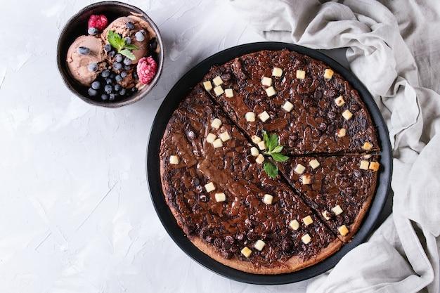 Deserowa pizza czekoladowa