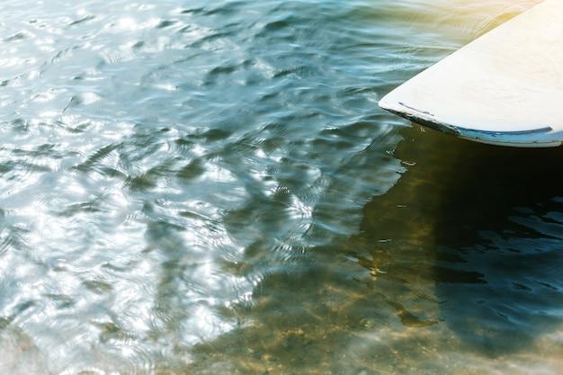 Deska do kitesurfingu na wodzie