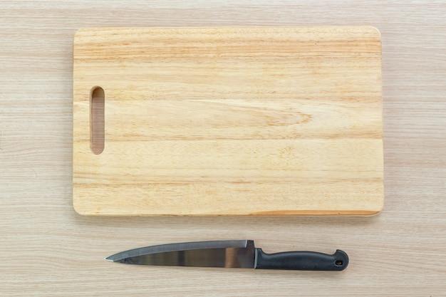 Deska do krojenia i nóż
