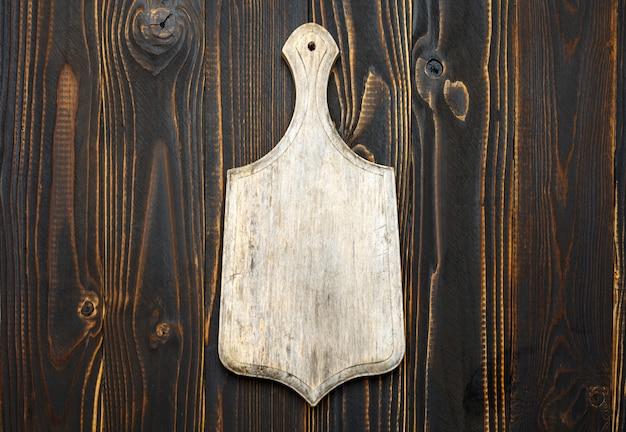 Deska do krojenia pusty vintage na drewnianym stole