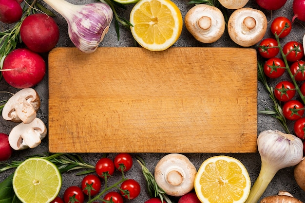 Deska do krojenia z ramą na warzywa