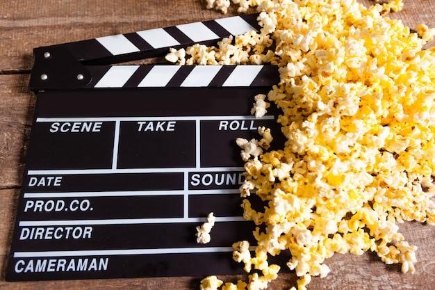Deska grzechotkowa do filmu i kukurydza pop