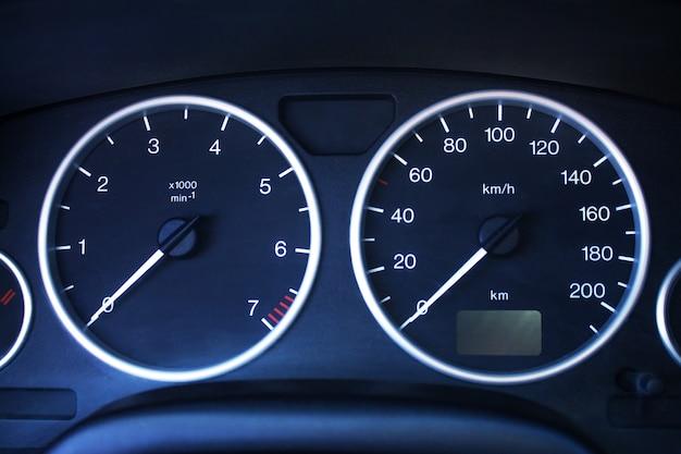 Deska rozdzielcza samochodu z bliska