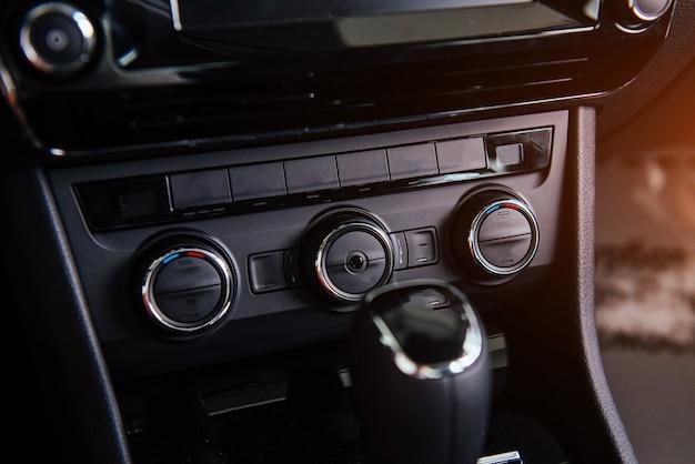Deska rozdzielcza, wnętrze samochodu