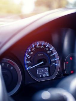 Deska rozdzielcza zbliżenie samochodu przebiegu
