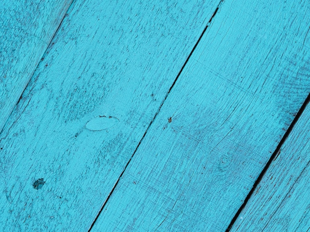 Deski pomalowane na kolor niebieski lub turkusowy i ułożone ukośnie, tło, faktura drewna