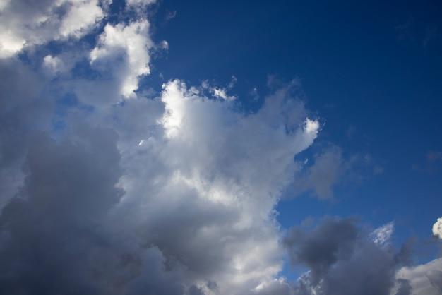 Deszczowe chmury na niebie