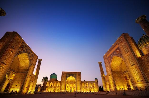 Detal architektoniczny w architekturze starożytnej. usbekistan, samarkanda.